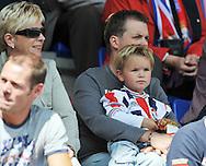 23-08-2008 VOETBAL:WILLEM II:RAYO VALLECANO:TILBURG<br /> Jong geleerd denken de ouders van deze Willem II supporter bij vader op schoot<br /> Foto: Geert van Erven