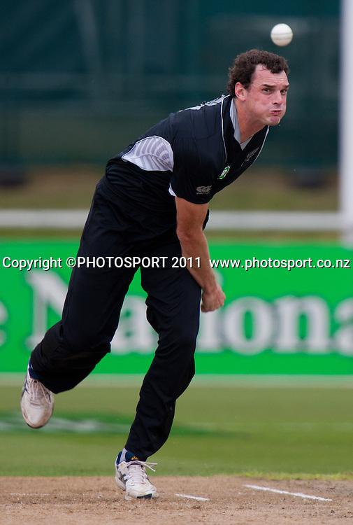 Kyle Mills bowls during the 5th ODI, Black Caps v Pakistan, One Day International Cricket at Seddon Park, Hamilton, New Zealand. Thursday 3 February 2011. Photo: Stephen Barker/PHOTOSPORT