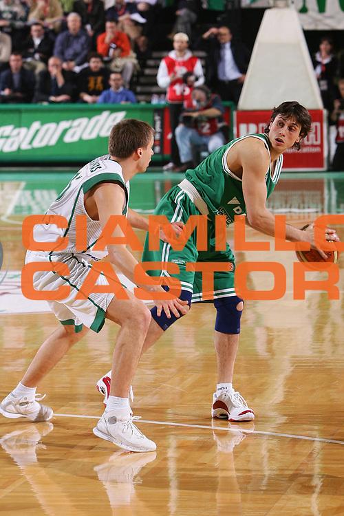 DESCRIZIONE : Treviso Eurolega 2005-06 Benetton Treviso Zalgiris Kaunas <br /> GIOCATORE : Mordente <br /> SQUADRA : Benetton Treviso <br /> EVENTO : Eurolega 2005-2006 <br /> GARA : Benetton Treviso Zalgiris Kaunas <br /> DATA : 19/01/2006 <br /> CATEGORIA : Passaggio <br /> SPORT : Pallacanestro <br /> AUTORE : Agenzia Ciamillo-Castoria/S.Silvestri