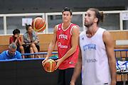DESCRIZIONE : Trento Primo Trentino Basket Cup Nazionale Italia Maschile <br /> GIOCATORE : Danilo Gallinari<br /> CATEGORIA : allenamento<br /> SQUADRA : Nazionale Italia <br /> EVENTO :  Trento Primo Trentino Basket Cup<br /> GARA : Allenamento<br /> DATA : 26/07/2012 <br /> SPORT : Pallacanestro<br /> AUTORE : Agenzia Ciamillo-Castoria/C.De Massis<br /> Galleria : FIP Nazionali 2012<br /> Fotonotizia : Trento Primo Trentino Basket Cup Nazionale Italia Maschile<br /> Predefinita :