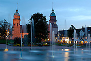 Naturpark Schwarzwald Mitte-Nord..Freudenstadt, Marktplatz bei Dämmerung, Brunnen