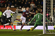 Picture by David Horn/Focus Images Ltd +44 7545 970036.30/01/2013.Kevin Nolan of West Ham United scores the equalising goal during the Barclays Premier League match at Craven Cottage, London.