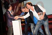 Presentatie 11e editie Top 40 Hitdossier en lancering nieuwe website www.top40.nl in De Vorstin, Hilversum.<br /> <br /> Op de foto:  Erik de Zwart, Gers Pardoel, Jody Bernal en Jeroen Nieuwenhuize lanceren de nieuwe website van de Top40