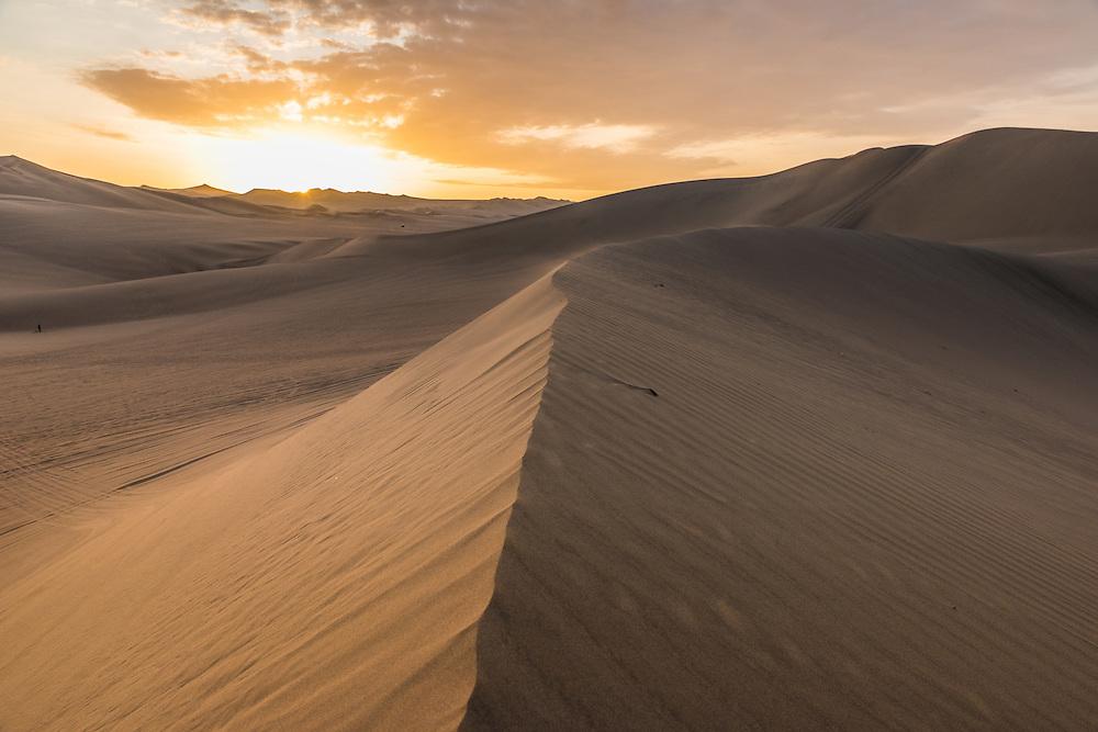 Sanddune at sunset near the village of Huacachina, Peru.