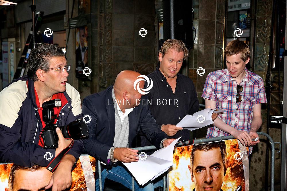 AMSTERDAM - Bij pathe theater Tuschinski is de filmpremiere van Johnny English. Met op de foto vlnr Edwin Janssen, Reni van Maren, Dennis van Tellingen en Menno Smit. FOTO LEVIN DEN BOER - PERSFOTO.NU