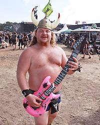 07.08.2010, Wacken Open Air 2010, Wacken, GER, 3.Tag beim 21.Heavy Metal Festival Fan mit pinker Gitarre und Wikingerhelm, EXPA Pictures © 2010, PhotoCredit: EXPA/ nph/  Kohring+++++ ATTENTION - OUT OF GER +++++ / SPORTIDA PHOTO AGENCY