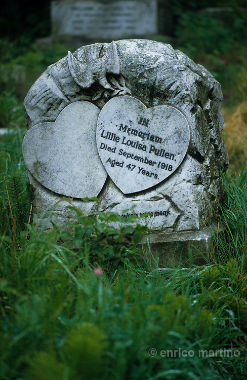 """Highgate cemetery. In Bram Stoker's Gothic novel Dracula, the Count's young victim, Lucy Westenra, is buried in """"Kingstead Cemetery"""" (a fictionalised Highgate)"""