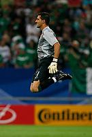 Photo: Glyn Thomas.<br />Portugal v Mexico. FIFA World Cup 2006. 21/06/2006.<br /> Portugal's goalkeeper Ricardo warms up.