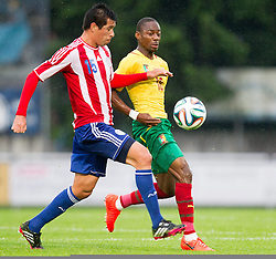 29.05.2014, Kufstein Arena, Kufstein, AUT, FIFA WM, Testspiel, Kamerun vs Paraguay, im Bild v.l.: Vitor Caceres (Paraguay), Enoh Eyong (Kamerun) // v.l.: Vitor Caceres (Paraguay), Enoh Eyong (Kamerun) during friendly match between Cameroon and Paraguay for Preparation of the FIFA Worldcup Brasil 2014 at the Kufstein Arena in Kufstein, Austria on 2014/05/29. EXPA Pictures © 2014, PhotoCredit: EXPA/ JFK
