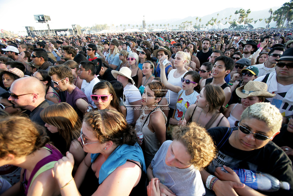 19th April 2009. Indio, California. The crowd at the Coachella Music Festival, watching the main stage.PHOTO © JOHN CHAPPLE / REBEL IMAGES.tel +1 310 570 9100    john@chapple.biz