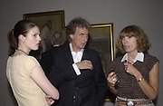 Lauren Hassey, Sir Paul smith and Lady Pauline Smith. Lucien Freud private view. Tate. 18 June 2002. © Copyright Photograph by Dafydd Jones 66 Stockwell Park Rd. London SW9 0DA Tel 020 7733 0108 www.dafjones.com