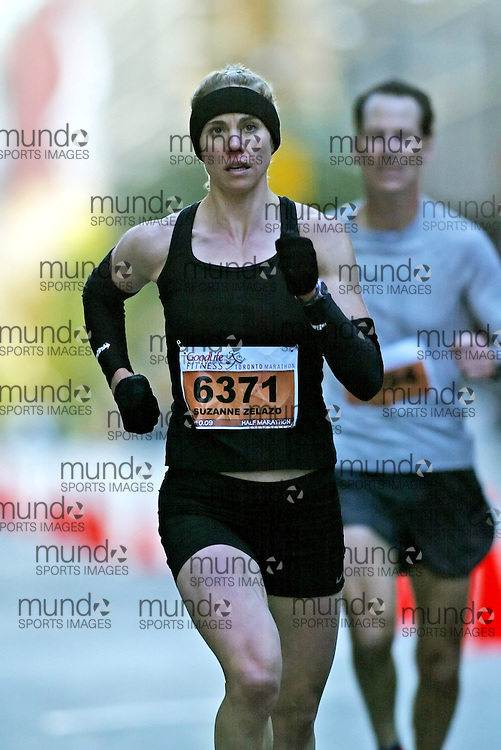 "(Toronto, Ontario -- 18 Oct 2009) SUZANNE ZELAZO runs in the Goodlife Fitness Toronto Half-Marathon. [Photo credit should read ""Sean Burges / Mundo Sport Images""]"