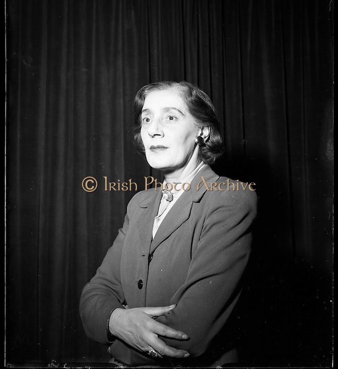 22/1/1954<br /> 1/22/1954<br /> 22 January 1954<br /> <br /> Mrs Denis Odea Nee Siobhan Mckenna