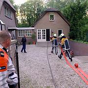 NLD/Huizen/20060530 - Woningbrand in huis met rieten kap Nieuw Bussummerweg 132 Huizen