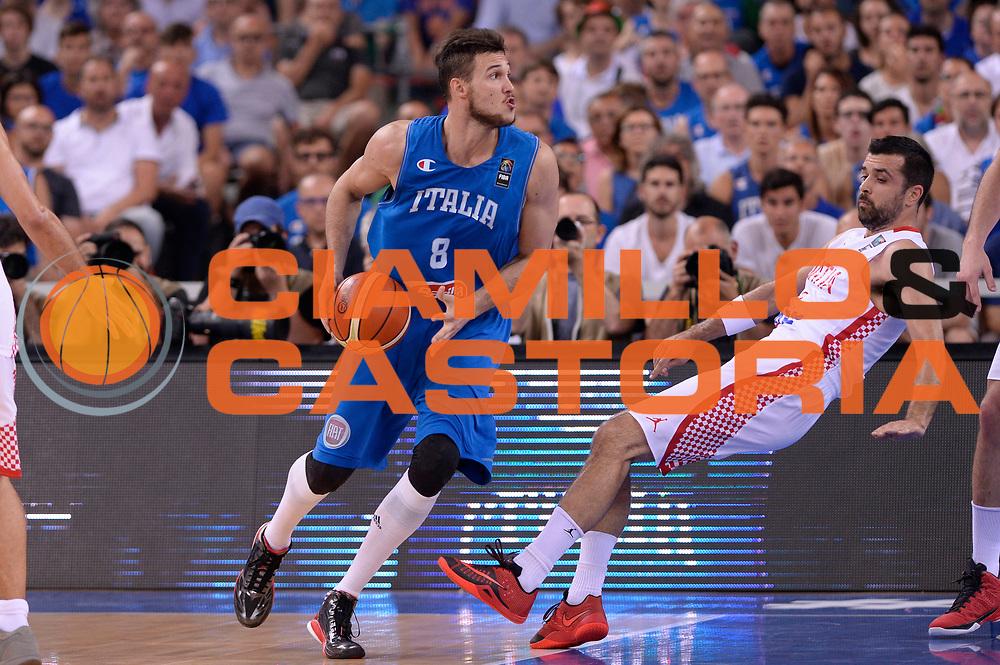 DESCRIZIONE: Torino Turin 2016 FIBA Olympic Qualifying Tournament Finale Final Italia Croazia Italy Croatia<br /> GIOCATORE : Danilo Gallinari<br /> CATEGORIA : controcampo tecnica equilibrio curiosita<br /> SQUADRA : Italia Italy<br /> EVENTO : 2016 FIBA Olympic Qualifying Tournament <br /> GARA : 2016 FIBA Olympic Qualifying Tournament Finale Final Italia Croazia Italy Croatia<br /> DATA : 09/07/2016<br /> SPORT: Pallacanestro<br /> AUTORE : Agenzia Ciamillo-Castoria/Max.Ceretti <br /> Galleria : 2016 FIBA Olympic Qualifying Tournament <br /> Fotonotizia : Torino Turin 2016 FIBA Olympic Qualifying Tournament Finale Final Italia Croazia Italy Croatia<br /> Predefinita :