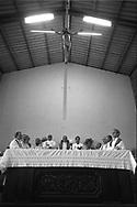Monsenor Oscar Arnulfo Romero da una misa  en San Salvador, El Salvador March ,1980.  Romero es acompañado por los principales de la compa˜ia de Jesus, Ellacuria, Segundo Montes, Jhon Sobrino, Rafael Moreno entre otros 2018 Romero fue beatificado como Santo por el Papa Francisco después de un largo proceso en el que para muchos era ya considerado como San Romero de America. Photo: IMAGENESLIBRES