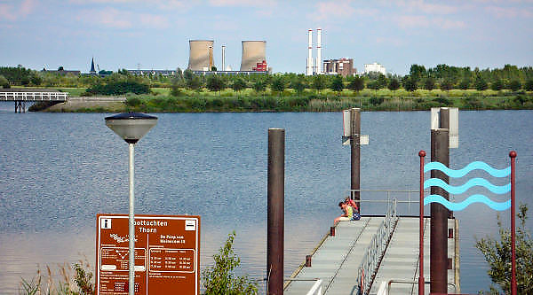 Nederland, Thorn, 15-7-2011Zicht vanaf de aanlegkade op de Prins Clauscentrale bij Roermond.Foto: Flip Franssen/Hollandse Hoogte