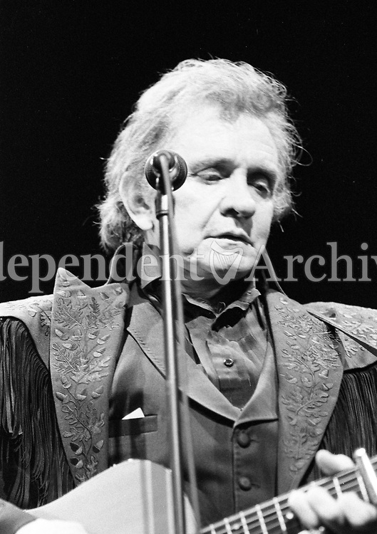 293-1751<br /> Johnny Cash performing at the Olympia last night. Kris Kristofferson also performed. 8/2/93. (Part of the Irish Independent Newspapers/NLI Collection)