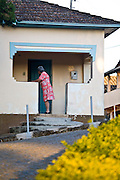 Sao Bras do Suacui_MG, Brasil...Senhora no alpendre de sua casa em Sao Bras do Suacui, Minas Gerais...An elderly  in porch in her house in Sao Bras do Suacui, Minas Gerais...Foto: JOAO MARCOS ROSA /  NITRO