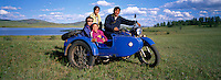 Family on the side-car motorcycle. Delger Han Uul lake. Khentii province. Mongolia. // Mongolie. Province du Khentii. Lac Delger Han Uul. Famille sur un side-car.