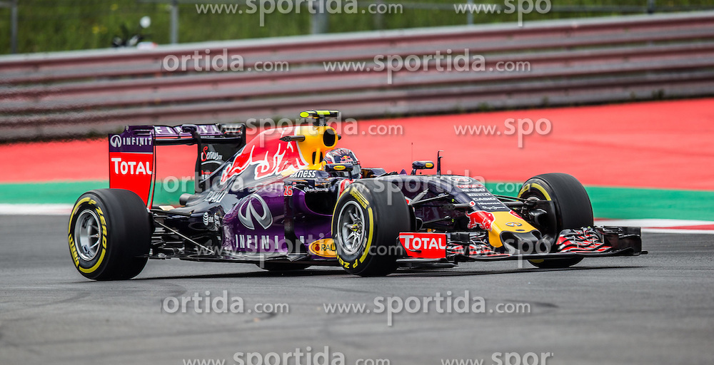 19.06.2015, Red Bull Ring, Spielberg, AUT, FIA, Formel 1, Grosser Preis von Österreich, Training, im Bild Daniil Kwjat, (RUS, Infiniti Red Bull Racing) // during the Practice of the Austrian Formula One Grand Prix at the Red Bull Ring in Spielberg, Austria, 2015/06/19, EXPA Pictures © 2015, PhotoCredit: EXPA/ Dominik Angerer