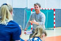 AMSTERDAM  - HDM coach Ivar Knotschke  tijdens het starttoernooi zaalhockey in Sporthallen Zuid.    COPYRIGHT KOEN SUYK