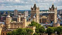 Die Tower Bridge ist eine Brücke über den Fluss Themse in London und benannt nach dem nahen Tower of London.