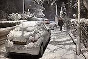 Nederland, Ubbergen, 7-12-2012Verkeer en voetgangers hebben last van de sneeuw op de Rijksstraatweg. Een dik pak is vandaag gevallen.Foto: Flip Franssen/Hollandse Hoogte