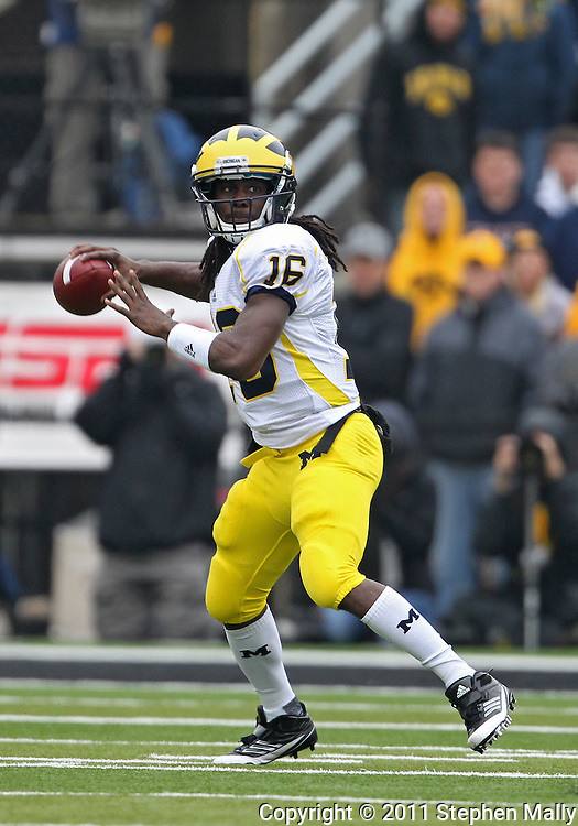 November 05, 2011: Michigan Wolverines quarterback Denard Robinson (16) looks to pass during the first quarter of the NCAA football game between the Michigan Wolverines and the Iowa Hawkeyes at Kinnick Stadium in Iowa City, Iowa on Saturday, November 5, 2011. Iowa defeated Michigan 24-16.