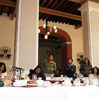 """TOLUCA, México.- Telésforo García Carreón, dirigente del Movimiento Antorchista en el Valle de Toluca, acompañado de Miguel Ángel Cacique Pérez, integrante del comité ejecutivo de esta organización, señalo en conferencia de prensa que el próximo sábado, en la ciudad de México, el líder antorchista, Aquiles Córdova Morán, dictara una conferencia titulada """"Independencia y Revolución, logros y pendientes"""", en el marco de la celebración del Bicentenario de la Independencia de México y el Centenario de la Revolución Mexicana, ya que fueron dos movimientos importantes para la vida social del país. Agencia MVT / José Hernández. (DIGITAL)"""