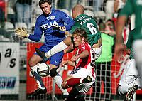 POLFOTO 03.04.2005 Superliga kampen mellem OB og FCK endte med en 2-1 sejr til FCK. Her er det Michael Jakobsen presser på Allan Gaarde og Viborgs mål det sidste minut af 2. halvleg.