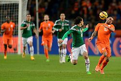 12-11-2014 NED: Oefenwedstrijd Nederland - Mexico, Amsterdam<br /> Nederland verliest met 3-2 van Mexico /  Wesley Sneijder, A Guardado
