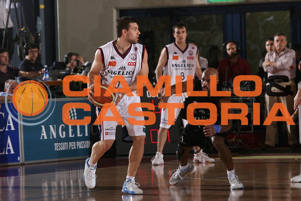 DESCRIZIONE : Biella Lega A1 2006-07 Playoff Quarti di Finale Gara 2 Angelico Biella VidiVici Virtus Bologna<br /> GIOCATORE : Antonio Porta<br /> SQUADRA : Angelico Biella<br /> EVENTO : Campionato Lega A1 2006-2007 Playoff Quarti di Finale Gara 2<br /> GARA : Angelico Biella VidiVici Virtus Bologna<br /> DATA : 20/05/2007 <br /> CATEGORIA : Palleggio<br /> SPORT : Pallacanestro <br /> AUTORE : Agenzia Ciamillo-Castoria/M.Marchi