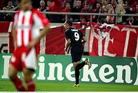 Joie des Lyonnais - John CAREW - Olympiakos / Lyon - Champions League - 01.11.2005 - Foot Football - OL - largeur attitude joie de dos<br /> Foto: Digitalsport<br /> Norway only *** Local Caption *** 00011323