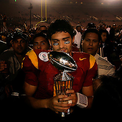 USC quarterback Mark Sanchez celebrates holding the Rose Bowl trophy after winning the MVP as USC beat Penn State 38-24 during the 95th Rose Bowl game at the Rose Bowl on Thursday January 1, 2009, in Pasadena,Calif. (Pasadena Star-News/Keith Birmingham)