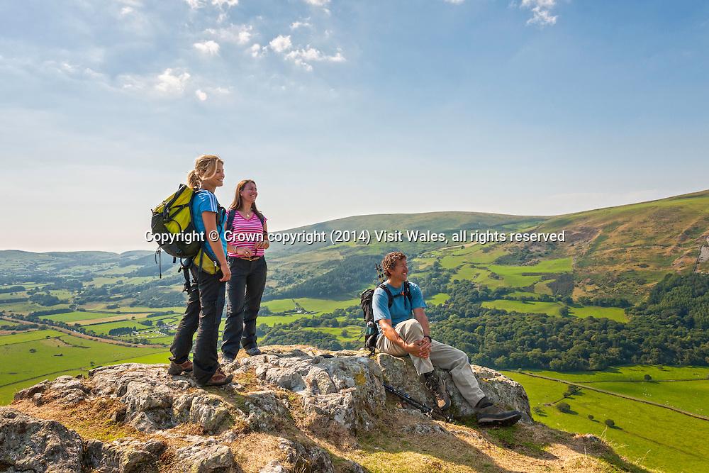 Walkers on summit of Bird Rock / Craig yr Aderyn, overlooking Dyynni Valley <br /> Snowdonia<br /> Gwynedd<br /> Mid<br /> Activities and Sports