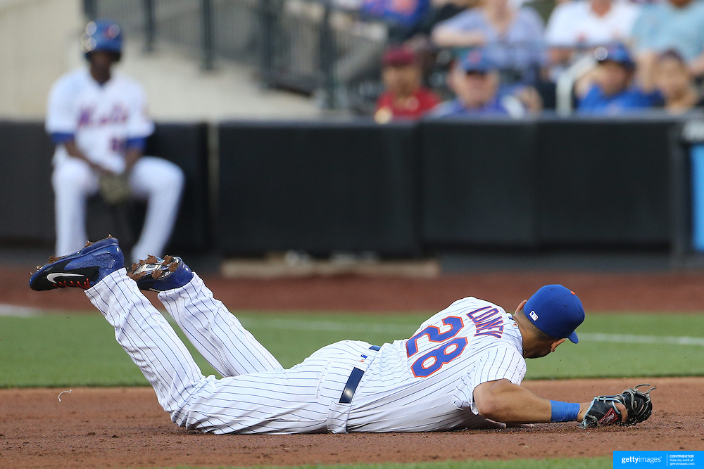 NEW YORK, NEW YORK - May 31:  James Loney #28 of the New York Mets makes an error on debut in the second inning during the Chicago White Sox  Vs New York Mets regular season MLB game at Citi Field on May 31, 2016 in New York City. (Photo by Tim Clayton/Corbis via Getty Images)