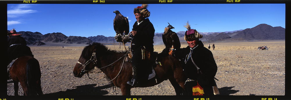 Mongolia. Bayan Ulgi .  Kazakh province.  hunting with Eagle. Golden eagle festival in     /  chasse a l aigle  . festival des chasseurs avec Aigle doree, province Kazakh  Bayan Ulgi  Mongolie
