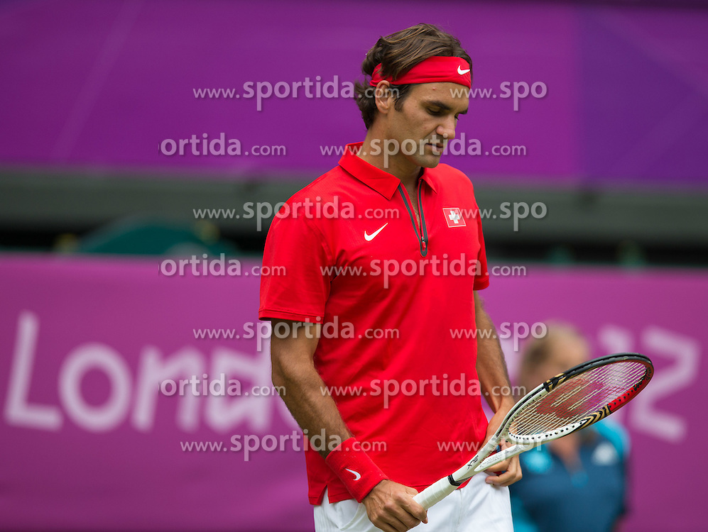 30.07.2012, Wimbledon, London, GBR, Olympia 2012, Tennis, Herren Einzel, Runde 2, im Bild Roger Federer (SUI) // Roger Federer of Switzerland during second Round of men singles tennis competition at the 2012 Summer Olympics at Wimbledon, London, United Kingdom on 2012/07/29. EXPA Pictures © 2012, PhotoCredit: EXPA/ Johann Groder