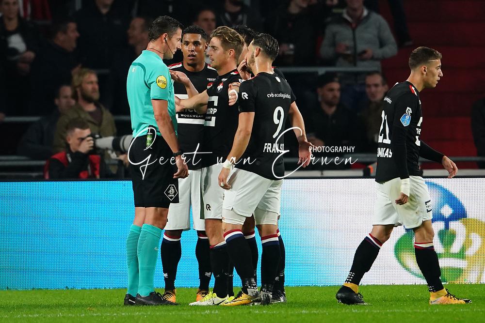 Referee Jeroen Manschot, Darryl Lachman of Willem II, Jordens Peters of Willem II, Fran Sol of Willem II, Kostas Tsimikas of Willem II