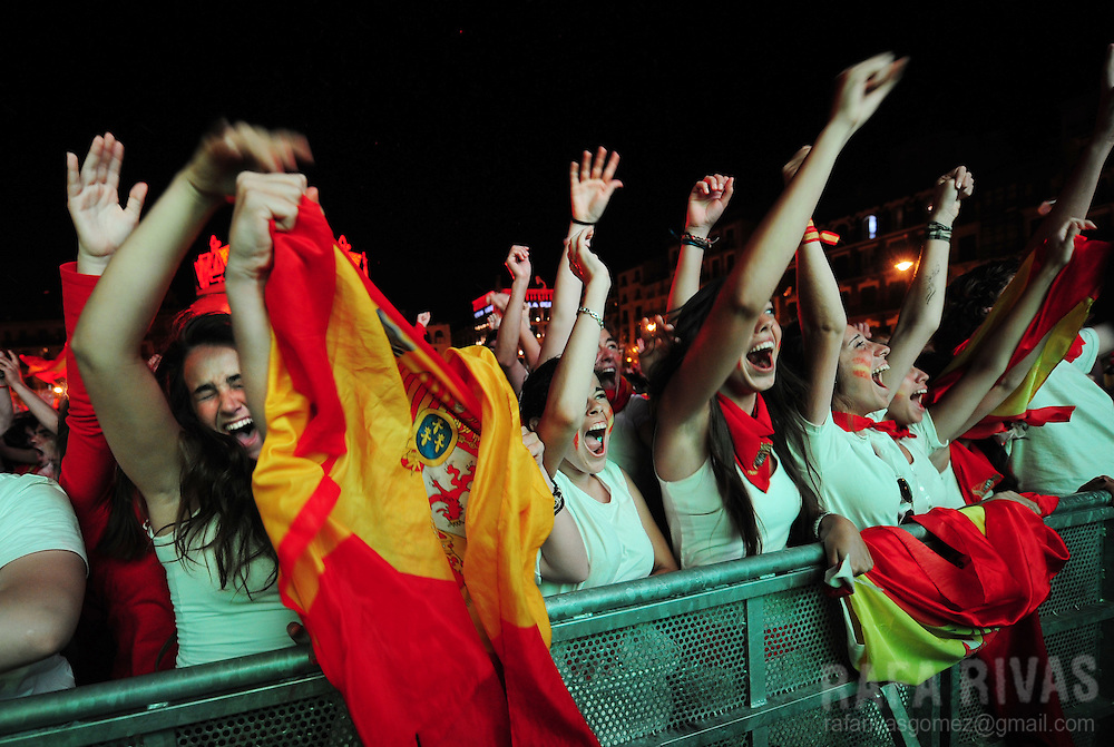 Supporters of the Spanish team celebrate Spanish victory during the World Cup final football match Spain against Netherlands on July 11, 2010 in Pamplona, North of Spain. PHOTO/RAFA RIVAS