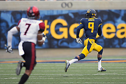 BERKELEY, CA - SEPTEMBER 12:  Wide receiver Trevor Davis #9 of the California Golden Bears rushes up field past defensive back JJ Whittaker #7 of the San Diego State Aztecs to complete a 75-yard touchdown reception during the third quarter at California Memorial Stadium on September 12, 2015 in Berkeley, California. The California Golden Bears defeated the San Diego State Aztecs 35-7. (Photo by Jason O. Watson/Getty Images) *** Local Caption *** Trevor Davis; JJ Whittaker