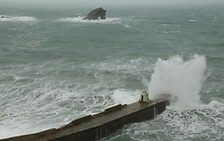© Licensed to London News Pictures. 11/11/2017. Portreath, UK. High waves srtike the harbour wall at Portreath ahead of Storm Rina. Photo credit: Jason Bryant/LNP