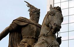 PRISTINA, KOSOVO - DECEMBER 14 - Kip albanskega junaka Skenderbega pred zgradbo kosovske vlade