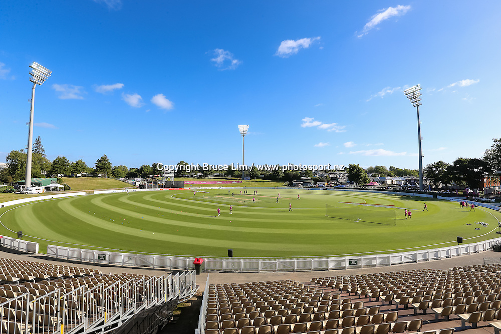General view of Seddon Park as players warm up ahead of the McDonalds Super Smash T20 cricket match - Knights v Aces played at Seddon Park, Hamilton, New Zealand on Saturday 17 December.<br /> <br /> Copyright photo: Bruce Lim / www.photosport.nz