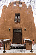 Snow covers the adobe style New Mexico Museum of Art in the historic district December 12, 2015 in Santa Fe, New Mexico.