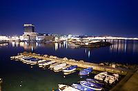 Vista dalla città vecchia di Gallipoli (LE)  del porto e del caratteristico grattacielo che delimita la città nuova.