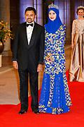 Afscheidsdiner Koningin Beatrix in Rijksmuseum. Het afscheidsdiner wordt gehouden in de Eregalerij van het 2 weken geleden door de koningin heropende museum. <br /> <br /> Farewell Dinner Queen Beatrix at Rijksmuseum. The farewell dinner will be held in the Hall of Fame of two weeks ago reopened by the Queen museum.<br /> <br /> Op de foto / On the Photo:  Kroonprins Billah en Prinses Sarah van Brunei / Crown Prince Billah and Princess Sarah of Brunei
