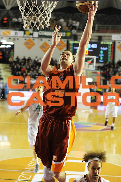DESCRIZIONE : Roma Campionato Lega A 2011-12 Acea Virtus Roma Montepaschi Siena <br /> GIOCATORE : uros slokar<br /> CATEGORIA :  tiro<br /> SQUADRA :  Acea Roma Montepaschi Siena<br /> EVENTO : Campionato Lega A 2011-2012<br /> GARA :  Acea Roma Montepaschi Siena<br /> DATA : 26/02/2012<br /> SPORT : Pallacanestro<br /> AUTORE : Agenzia Ciamillo-Castoria/GiulioCiamillo<br /> Galleria : Lega Basket A 2011-2012 <br /> Fotonotizia :  Roma Lega A 2011-12 Acea Roma Montepaschi Siena<br /> Predefinita :