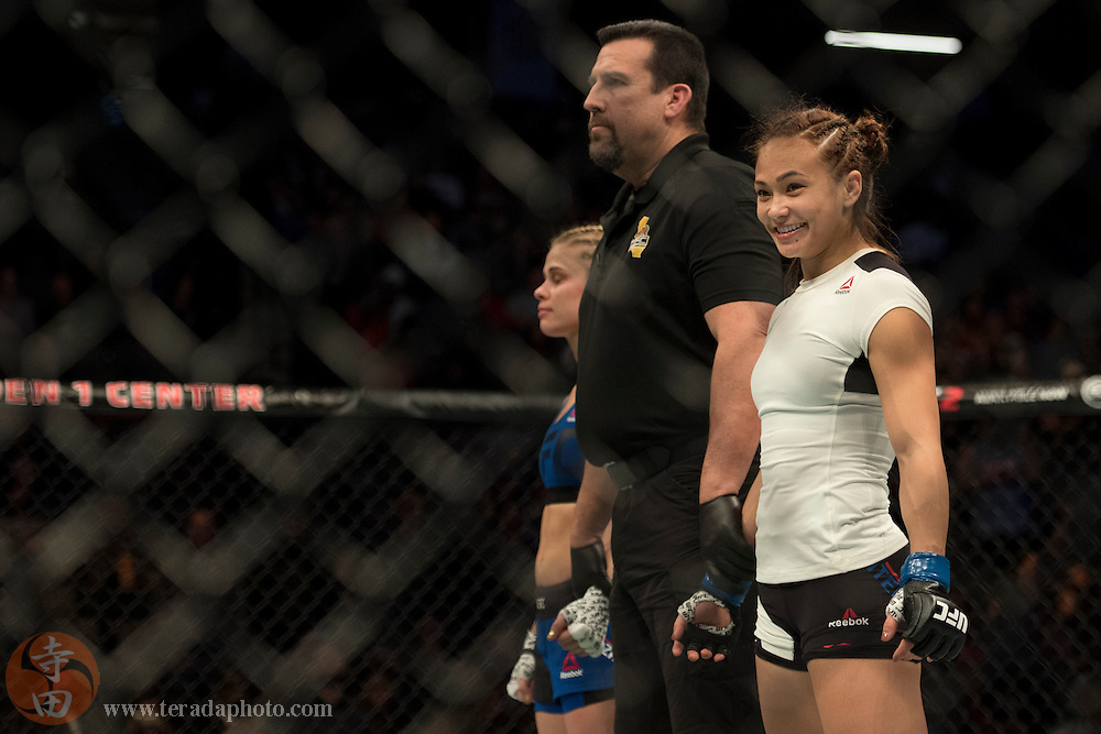 December 17, 2016; Sacramento, CA, USA; Paige VanZant (red gloves) fights Michelle Waterson (blue gloves) during UFC Fight Night at Golden 1 Center. Waterson defeated VanZant via technical submission (rear-naked choke) – Round 1, 3:21.
